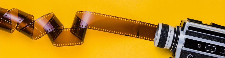 دوربین قدیمی فیلمبرداری و فیلم خام