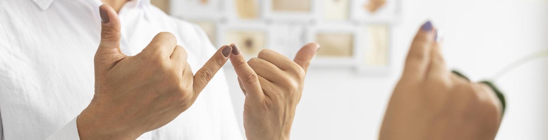 مکالمه به زبان اشاره