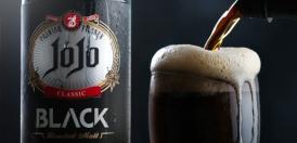 آبجو بلک جوجو در حال ریختن در لیوان
