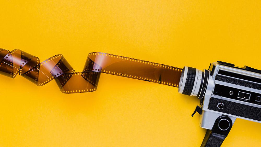 دوربین فیلمبرداری آنتیک و فیلم خام